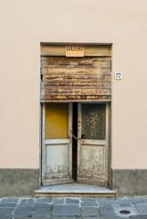 Vecchia Porta di ingresso casa, negozio saracinesca