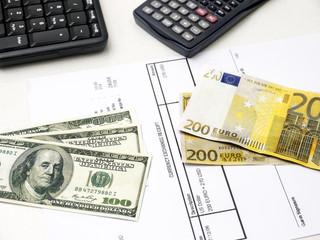 Euro bill exchange for US dollar bills