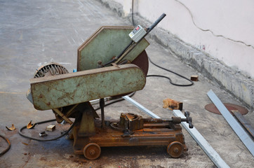 Old Cutting Steel Machine