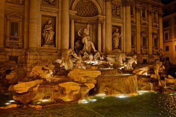 Fontana di Trevi evening