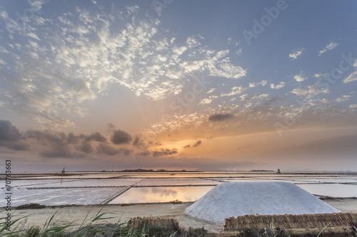 Foto op Canvas Zee zonsondergang Saline di Marsala e Mulini a Vento - Trapani, Sicilia