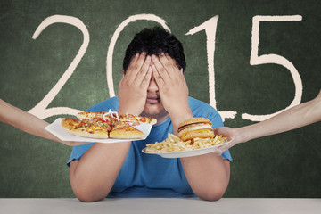 Overweight man avoid junkfood in 2015