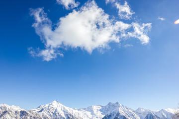 Nuvola e paesaggio di montagna