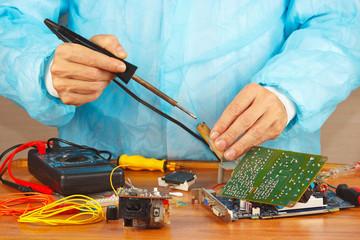 Master solder electronic hardware in the service workshop