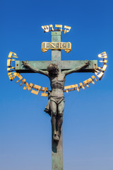 Jesus-Kreuz an der Karlsbrücke in Prag