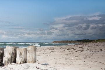 Strand mit drei Pfeilern