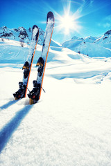 Skis in snow at Mountains