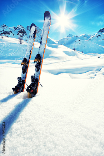 Foto op Canvas Wintersporten Skis in snow at Mountains