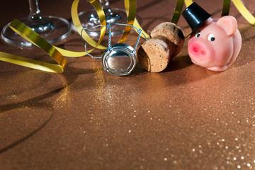 Champagnerkorken und Glücksschweinchen