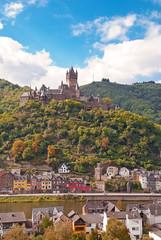 Die Reichsburg über der Altstadt von Cochem an der Mosel