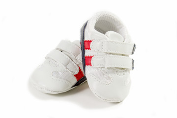 scarpe da tennis per neonato su sfondo bianco