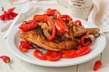 Курица запеченная с паприкой, луком и чесноком