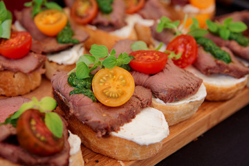 Bruschettas with beefsteak and pesto sauce