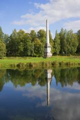 Вид на Чесменский обелиск ранней осенью. Гатчина