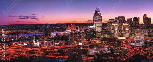 Poster Watervallen Cincinnati skyline at night
