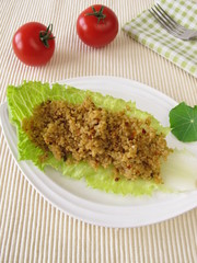 Couscous auf einem Salatblatt