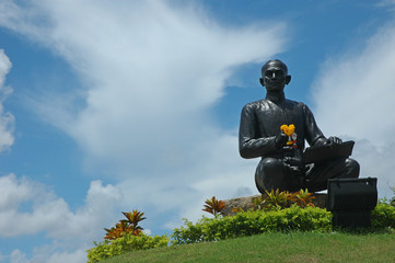 sun thon phu monument, statue of the poet in thailand