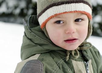 Child portrati in winter snow