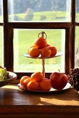 etagere mit mandarinen