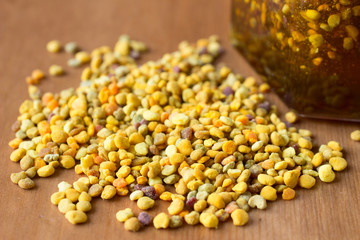 Bee pollen and honey as healthy food supplements