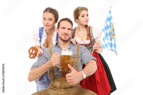 Freunde in Bayrischer Tracht - 70839476