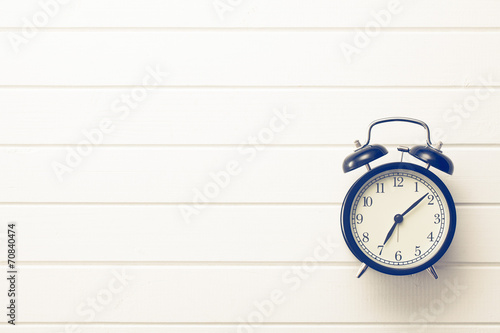 analog retro alarm clock - 70840474