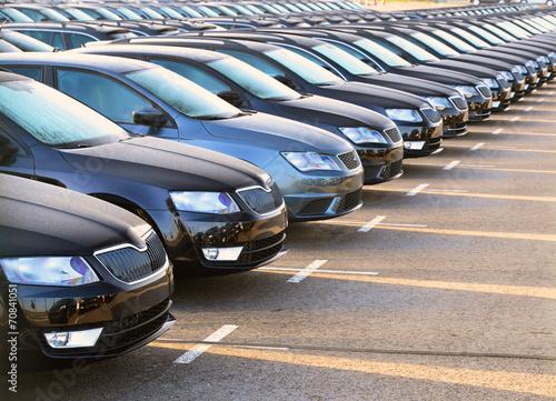 Parkplatz autohandel // Auslieferung beim Hersteller - 70841051