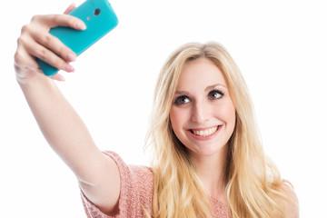 Blonde Frau macht ein Selfie