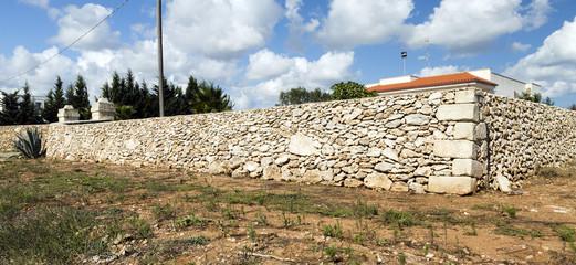 stone wall italy edge