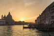 Italien, Venedig, Canale Grande, die Kirche Santa Maria della Salute bei Sonnenuntergang