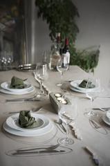Festlich gedeckter Tisch mit individueller Tischdekoration