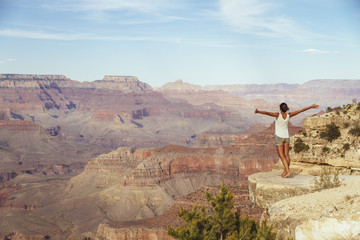 USA, Arizona, Frau am Grand Canyon