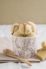 Hausgemachte Bonbons und Karamell-Eis