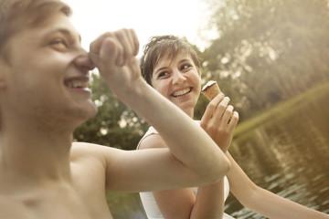 Jungse Paar, Spaß am Baggersee