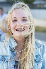 Lächelndes Teenager-Mädchen