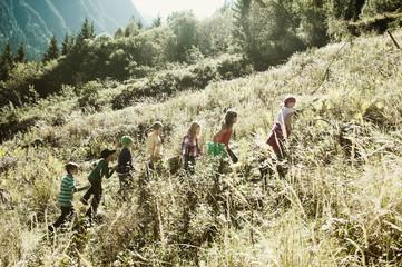 Gruppe von Kindern in der Natur
