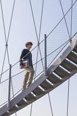 Deutschland, Stuttgart, Teenager, Treppensteigen der Killesberg-Turm