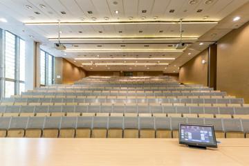 Polen, Warschau, Display am Rednerpult in Aula der Technischen Universität