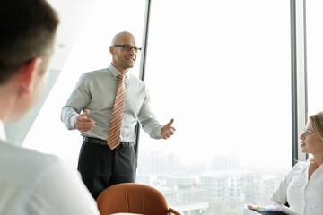 Geschäftsmann führt ein Seminar