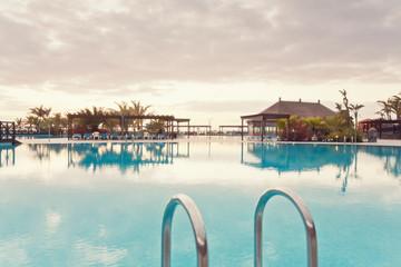 Spanien, Kanarische Inseln, La Palma, Fuencaliente, Swimmingpool eines Hotels