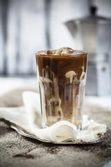Eiskaffee mit süßer Kondensmilch
