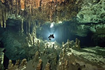 Mexiko, Yucatan, Tulum,Höhlentaucher im System Dos Ojos