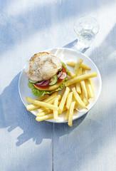 Chicken Burger und Pommes frites