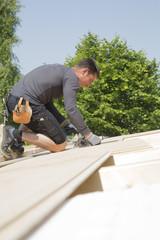 Bau eines Wohnhauses, Montage des Dachs