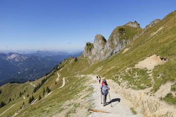 Deutschland, Bayern, Mangfall-Gebirge, Wanderer an Rotwand