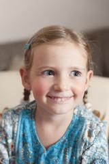 Portrait eines glücklichen kleinen Mädchens