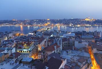Türkei, Istanbul, Blick vom Galata-Turm-zu Galata-Brücke und das Goldene Horn in den Abend
