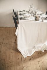 Festliche gedeckter Tisch, maritim mit Muscheln