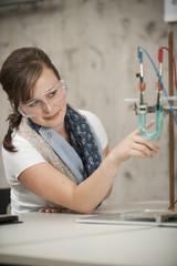 Berufsschüler im Chemieunterricht