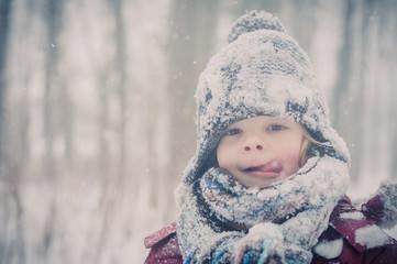 Junge im Schnee, Porträt
